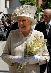 The Queen holding the flowers i gave her!!!