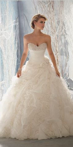 Gorgeous wedding dresses love the sweetheart top