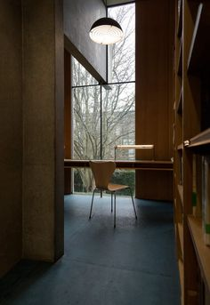 Catherine's College by Arne Jacobsen Arne Jacobsen Lampe, Contemporary Architecture, Architecture Details, Interior Architecture, Plywood Furniture, St Catherine's College, Oxford College, Eames, Chair Design