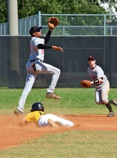 Tips For Great Sports Photography – thedreamwithinpic… Tips For Great Sports Photography – thedreamwithinpic… Baseball Photography, Action Photography, Spring Photography, Free Photography, Sports Photos, Athletic, Shutter Speed, Cool Photos, Baseball Font
