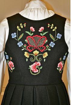 Kim Marie's Embroidery: Beautiful examples of Norwegian embroidery. Basic Embroidery Stitches, Folk Embroidery, Norwegian Clothing, Scandinavian Embroidery, Rosemaling Pattern, Norwegian Rosemaling, Folk Clothing, Check Dress, Folk Costume