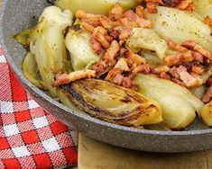 Endives aux lardons au micro-ondes : http://www.cuisineaz.com/recettes/endives-aux-lardons-au-micro-ondes-13775.aspx