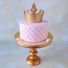 Simple yet elegant Princess cake Birthday Cake Girls, Princess Birthday, Birthday Cake Crown, 24th Birthday, Princess Party, Birthday Cakes, Bolo The Walking Dead, Beautiful Cakes, Amazing Cakes