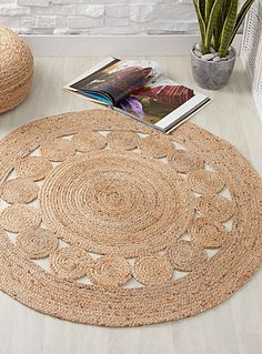 Braided jute rug 120 cm round A chic and ultra trendy rustic touch Natural jute with a combination of openwork and braided patterns Wipes clean with a damp cloth 120 cm round Jute Crafts, Diy Home Crafts, Diy Carpet, Rugs On Carpet, Jute Carpet, Stair Carpet, Rope Rug, Braided Rag Rugs, Rag Rug Tutorial