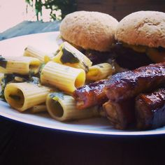 Vegan lunch - Ribs Burgers Pasta - Rigatoni pasta flavored with a garlicky coconutcream sauce with steamed spinach sided by BBC v-ribs as well as burger buns dressed with ketchup v-roast slices tomato slices red onion slices jalapeños and some Dijon mustard to finish - delicious vegan fast-food combination of tasty treats for cruelty-free food lovers  #vegan #veganeats #vegancook #veganfoodporn #veganfood #foodtube #foodblogger #foodporn #veganism #veganlifestyle #foodspotting…
