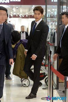 Official page Hyun Bin / 현빈/ Хён Бин группа #1 Hyun Bin, Asian Celebrities, Celebs, Hyde Jekyll Me, Handsome Asian Men, Choi Jin Hyuk, Sung Hoon, Gorgeous Men, Beautiful People
