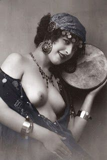 Cindy Got Wired: La Gitana, The Gypsy Girl Vintage Gypsy, Vintage Glamour, Vintage Girls, Vintage Beauty, Photo Vintage, Vintage Photos, Gypsy Style, Boho Gypsy, Ziegfeld Girls