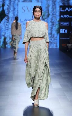 Indian fashion has changed with each passing era. The Indian fashion industry is rising by leaps and bounds, and every month one witnesses some new trend o Lakme Fashion Week 2017, India Fashion Week, Fashion Show, 50 Fashion, Fashion Styles, Ethnic Fashion, Asian Fashion, Indian Dresses, Indian Outfits