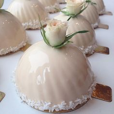 Russian art cake chef's mirror cake, so beautiful! - Page 9 of 25 - slleee Mini Wedding Cakes, Wedding Cake Roses, Wedding Desserts, Rose Wedding, Wedding Bells, Dream Wedding, Fancy Cakes, Mini Cakes, Cupcake Cakes