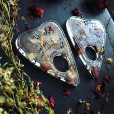 New Age & ☾rafts Giftshop 🔮 - 🌙 Ouija necklaces available Diy Resin Art, Diy Resin Crafts, Hollow Art, Witch Aesthetic, Shell Crafts, Resin Molds, Resin Jewelry, Cool Things To Buy, Arts And Crafts