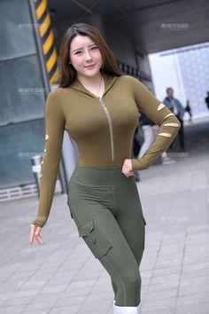 Beautiful Arab Women, Beautiful Asian Girls, Workout Wear, Pretty Woman, Asian Beauty, Cute Girls, Curves, Tights, Sporty