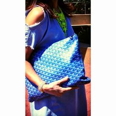 Goyard Clutch GM Sky Blue - Casi Todo Miguel Yo Grabo - Picasa 网络相册 Goyard Clutch, Goyard St Louis Tote, Clutch Purse, Stylish Outfits, Stylish Clothes, Couture, Bag Accessories, Red And Blue, Tote Bag