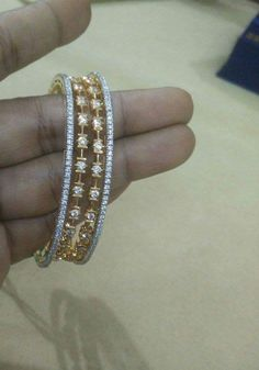 Gold Jewelry With Price Plain Gold Bangles, Gold Bangles Design, Gold Earrings Designs, Jewelry Design, Gold Designs, Armband Rosegold, Gold Armband, Silver Jewellery Indian, Silver Jewelry