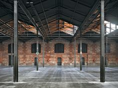 industrial multi-purpose hall in Madrid redesigned warehouse market hall DETAIL inspiration Warehouse Living, Warehouse Home, Warehouse Design, Warehouse Renovation, Converted Warehouse, Warehouse Conversion, Industrial Architecture, Architecture Office, Factory Architecture