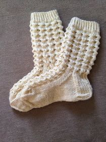 Näitä ihania pitsisukkia olen tehnyt vaikka kuinka monet jo, mutta tässä nyt ensimmäinen pari joka päätyy blogiin asti - ohjeen kera to... Crochet Socks, Knitting Socks, Hand Knitting, Knitted Hats, Knit Crochet, Mitten Gloves, Mittens, Knitting Patterns, Crochet Patterns