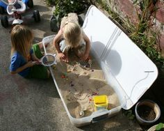 Sandbox that can be closed and put away. Brilliant! We will be making one of these when we move :)