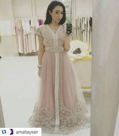 Gorgeous @amaltayssir #amaltayssir#caftan#kaftan#mydubai#myuae#mymorocco#myabudhabi#wedding#bride#bridalstyle#beautyblogger#sunsetmalldubai#collection#photooftheday#fashionshoot#fashion#instafashion#runway#luxury#luxurious#chic#abaya#jalabiya#maghreb#moroccan#HennaParty#bruiloft#marokkaans