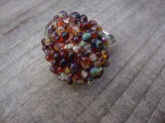 Ringtop met bolletjes zilverglas. Handmade by perles-art.nl