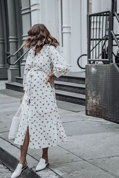 Pregnant Street Style Outfits So Chic You'll Want to Recreate Them Even If You're Not Expecting - Pregnant Street Style: 59 Maternity Outfit Ideas Cute Maternity Outfits, Stylish Maternity, Maternity Dresses, Maternity Fashion, Pregnant Dresses, Maternity Style, Pregnant Clothes, Pregnant Outfits, Pregnancy Fashion
