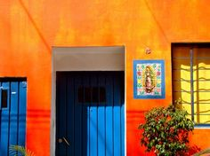mexico city guide. I LOVE the colors of my heritage!!!!!. This does look a bit likt the inside of my house, and the blue is the exterior.