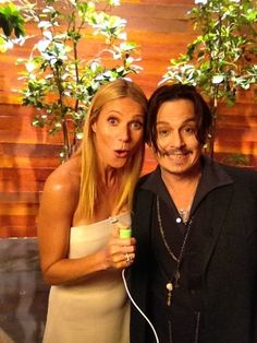 Gwyneth Paltrow and Johnny Depp on the Ellen DeGeneres talk show - making faces :-D