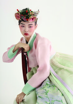 Ungendered Suiting, Hanbok Tradition, and Surfaced at Seoul Fashion Week—Sarah Mower Reports Seoul Fashion, Korean Street Fashion, Korea Fashion, Fashion Week, Asian Fashion, Korean Traditional Clothes, Traditional Fashion, Traditional Dresses, Korean Dress