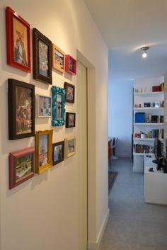 Painel de fotos com molduras coloridas! Apartamento - Daniela Kamachi