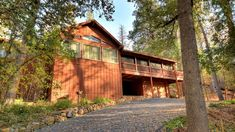 Deer Mountain Lodge | Yosemite Rentals & Reservations Yosemite Lodging, Gas Barbecue Grill, Jacuzzi Hot Tub, Bass Lake, Picnic Table, Lodges, Vacation Spots, Beautiful Homes, Deer