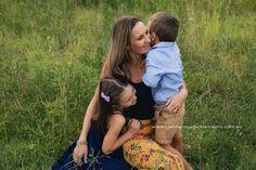 Family ⠀⠀⠀ #familyphotographergoldcoast#goldcoastportraitphotographer#mothersdayportrait#family#love#goldcoastfamilyphotographer#funfamilyimages#connection#mothersdaygiftideas