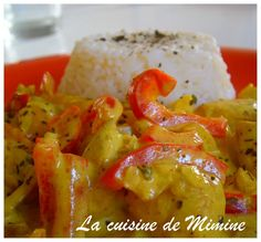 Curry Chicken and Coconut Milk - Mimine& Kitchen Poulet Curry Coco, Coco Curry, Gujarati Recipes, Indian Food Recipes, Ethnic Recipes, Minions, Detox Soup, Curry Recipes, Food To Make