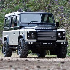 Land rover Defender 110 Custom colour changes to a fantastic standard.