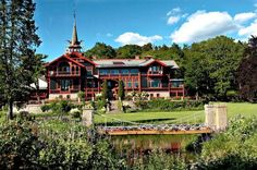 Villa Ekheim in Dragon style is located in Fredrikstad, Norway. Fredrikstad, Hotel Inn, Places To Travel, Norway, Images, Around The Worlds, Cabin, Mansions