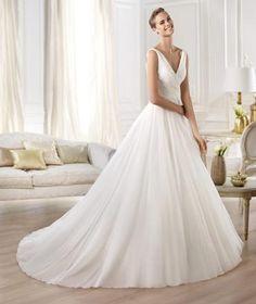 Brautkleid weit ausgestellt schlicht