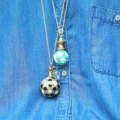 Today I am going to share a super easy diy with you, cabinet knob necklaces! These little necklaces are so fun to make, and it is a great way to use those fabulous knobs that you cannot afford … Continued Beaded Jewelry, Handmade Jewelry, Jewelry Accessories, Fashion Accessories, Diy Jewelry Tutorials, Cool Necklaces, Easy Diy Crafts, Beads And Wire, Diy Necklace