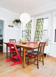 love the red chair.NEED the red chair! Stokke High Chair, Ladder Chair, Mismatched Chairs, Apartment Therapy, Clean House, Vintage Furniture, House Tours, Home Remodeling, Dining Table