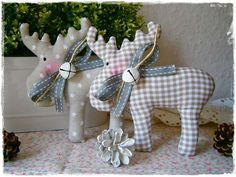 2 + Elche + / + reindeer + ♥ ️ + taupe + ♥ ️ ♥ ️ + Home + + + of + Shabby Little + Char . - 2 + Elche + / + reindeer + ♥ ️ + taupe + ♥ ️ ♥ ️ + Home + + + of + Shabby Little + Char - Christmas Makes, Rustic Christmas, Handmade Christmas, Christmas Holidays, Christmas Projects, Felt Crafts, Holiday Crafts, Felt Christmas Ornaments, Christmas Decorations