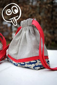 Make This easy Drawstring Bag Pouch Tutorial. Simple and stylish drawstring bag. Pouch Pattern, Purse Patterns, Drawstring Bag Diy, Pouch Tutorial, Diy Tutorial, Quilted Tote Bags, Handmade Purses, Mk Bags, Felt Baby