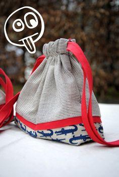 Make This easy Drawstring Bag Pouch Tutorial. Simple and stylish drawstring bag. Diy Bags Tutorial, Pouch Tutorial, Pouch Pattern, Purse Patterns, Drawstring Bag Diy, Quilted Tote Bags, Handmade Purses, Mk Bags, Gift Bags