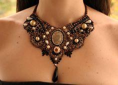 Bavaglino romantico bronzo oro farfalla falena di AniDandelion