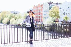So gut kann man schwarze Boots kombinieren! Heute habe ich wieder einen neuen Streetstyle im Fashion Magazin für euch. Alle Outfit Details gibt es online!