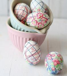 Bereiten Sie Ihre Wohnung Auf Den Frühling Vor Mit Farbenfroher Deko Für  Ostern! Was Ganz Gewiss An Ostern Nicht Fehlen Darf, Sind Bunt Gemalte  Osterier,