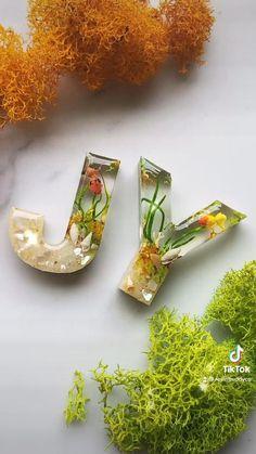 Diy Resin Table, Diy Resin Art, Diy Resin Crafts, Diy Home Crafts, Creative Crafts, Decor Crafts, Arts And Crafts, Diy Resin Keychain, Keychains