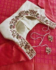 Order contact my whatsapp number 7874133176 Simple Blouse Designs, Stylish Blouse Design, Saree Blouse Neck Designs, Bridal Blouse Designs, Maggam Work Designs, Hand Embroidery Dress, Designer Blouse Patterns, Blouse Models, Work Blouse