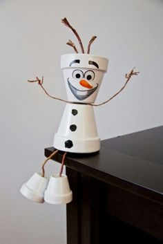 Frozen & # s Olaf flower pot person - Upcycling. - Frozen & # s Olaf flower pot person - Upcycling. Clay Pot Projects, Clay Pot Crafts, Diy Clay, Diy And Crafts, Fall Projects, Shell Crafts, Snowman Christmas Decorations, Snowman Crafts, Holiday Crafts