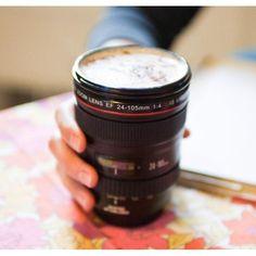 Las 30 tazas más increíbles del mundo del diseño   eHow en Español Ideal para los fotógrafos, esta taza, creada por photojojo.com, es un hermoso regalo. ¡Procura no confundirla con los lentes de tu cámara!