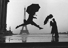 Paris, la tour Eiffel en noir et blanc -