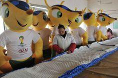 Dígale Hola a 'Fuleco el Armadillo', la mascota de la copa mundial de la FIFA. Visite nuestra página y sea parte de nuestra conversación: http://www.namnewsnetwork.org/v3/spanish/index.php