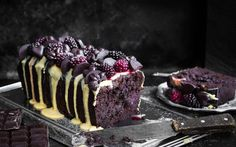 <p>This gluten-free cake recipe is ready for all you chocolate lovers out there! This decadent dark chocolate cake is speckled with juicy blackberries and contains no refined sugar, but it tastes like a dream. </p>