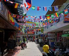 Sairee town has lots of shops, bars and restaurants. #AnankhiraKohTao