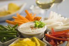 Sos czosnkowy - przepis z Włoch Healthy Dips, Healthy Foods To Eat, Healthy Recipes, Molho Ranch, Healthy Ranch Dressing, Salad Dressing, Liver Recipes, Food Combining, Ideas